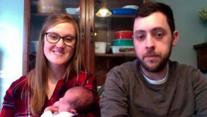 Con 25 años da a luz a un bebé de un embrión que fue congelado en 1992