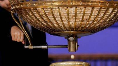 El 58.808 reparte en la Colònia de Sant Jordi parte de un quinto premio