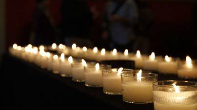 Amigos del Pueblo Saharaui exige la liberación de los presos políticos con un encendido de velas en Cort