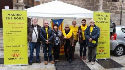"""Independentistas cantan villancicos para pedir la libertad de los """"presos políticos"""" en la plaza de Cort"""