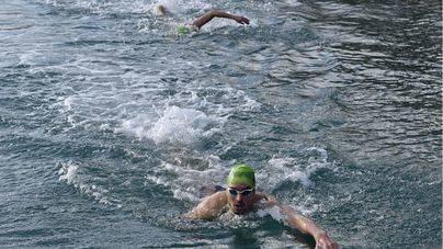 200 metros a nado en Palma a beneficio de Mallorca sense Fam
