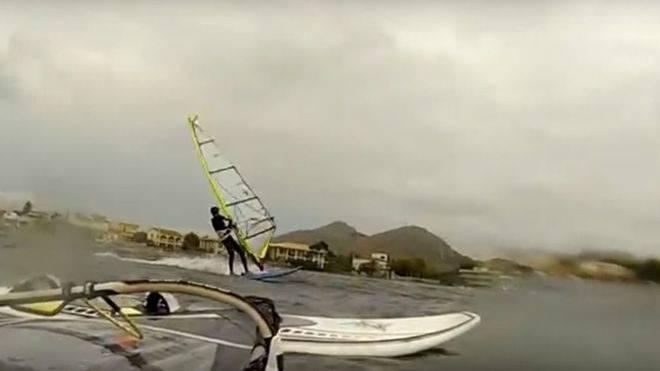 Muere un surfista en Alcudia al no poder salir del mar por el fuerte oleaje