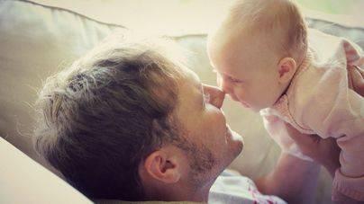 La ampliacióndel permiso de paternidad prevista, no entra en vigor este lunes