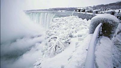 La ola de frío en EEUU congela las cataratas del Niágara