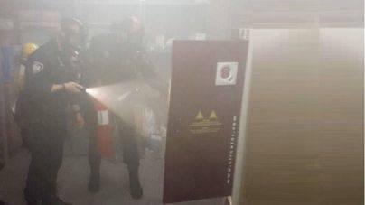 Agentes de la Policía Local evitan que se propague un incendio en la sede del Colegio de Abogados