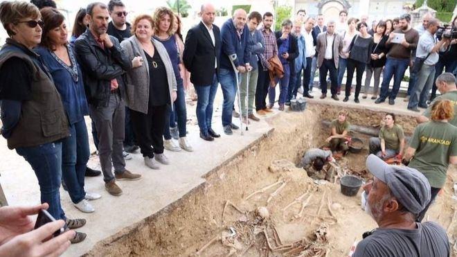 El Govern denuncia en Fiscalía posibles crímenes contra la humanidad en la fosa de Porreres