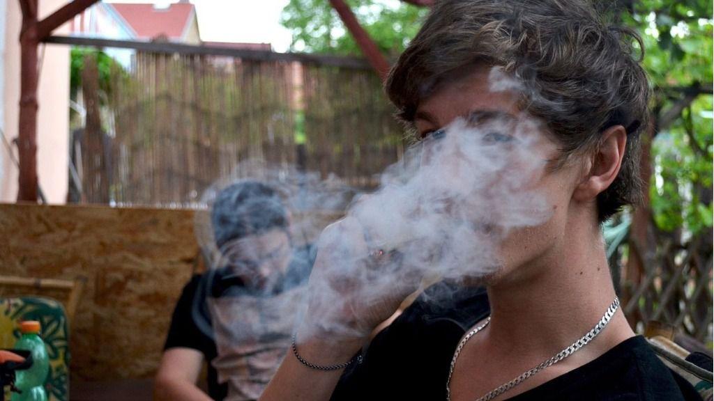 Los jóvenes de Balears son los que antes empiezan a consumir cannabis: a los 14,6 años