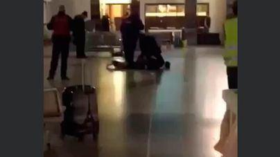 Un hombre con un cuchillo agrede a policías en una estación de trenes belga