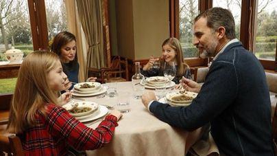 El Rey publica un vídeo inédito de familia con motivo de sus 50 años