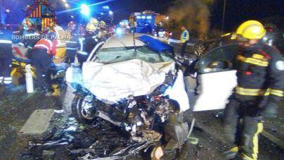 Un muerto y dos heridos graves en la autopista de Inca por un conductor kamikaze