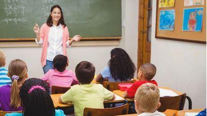 """Denuncian que el Govern genera """"inestabilidad"""" y deja en el aire el futuro de 2.500 profesores interinos"""