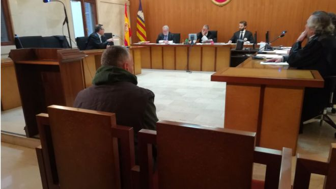 Piden 7 años de cárcel al acusado de acuchillar a un joven tras una discusión por aparcar en Palma