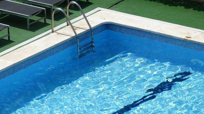 70.000 mil piscinas de Balears pueden quedarse sin cloro por un cambio de normativa