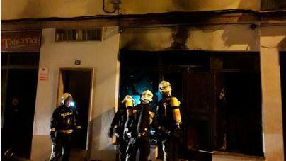 Un incendio calcina totalmente un bar en el Arenal y obliga a desalojar a 15 vecinos