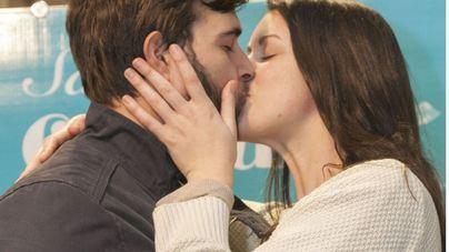 El Corte Inglés de Avenidas premia el beso más romántico y el más familiar