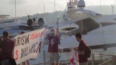 Imputan a los militantes de Arran que protestaron contra el turismo en el puerto de Palma