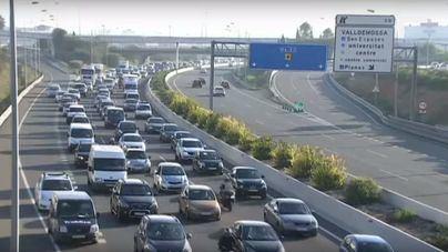 Culpan al Consell de atascos en las carreteras y piden que vuelva a hacer las obras de noche