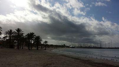 Cielos nubosos y descenso de las temperaturas diurnas en Balears