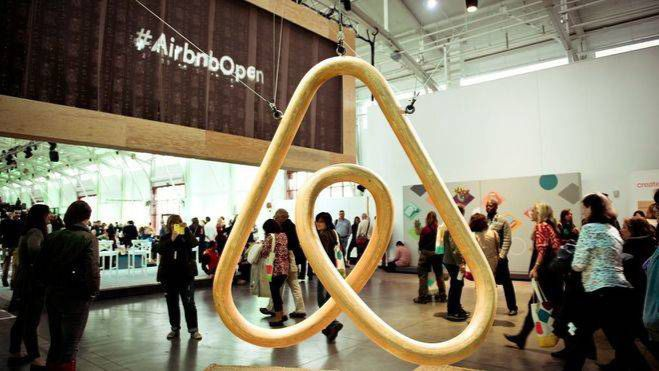 El Govern multa con 300.000 euros a Airbnb por alquiler turístico ilegal