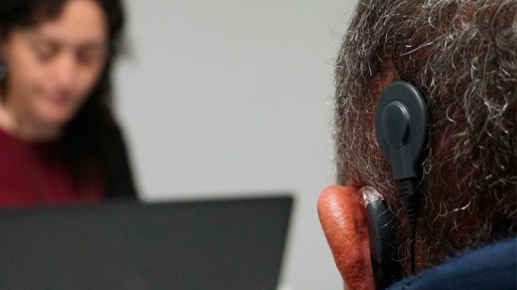 Nuevos implantes cocleares mejoran la vida de las personas con déficit auditivo severo