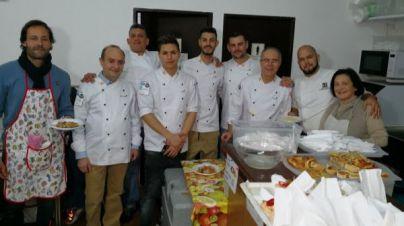 Nueve chefs de renombre cocinan para el comedor social Zaqueo