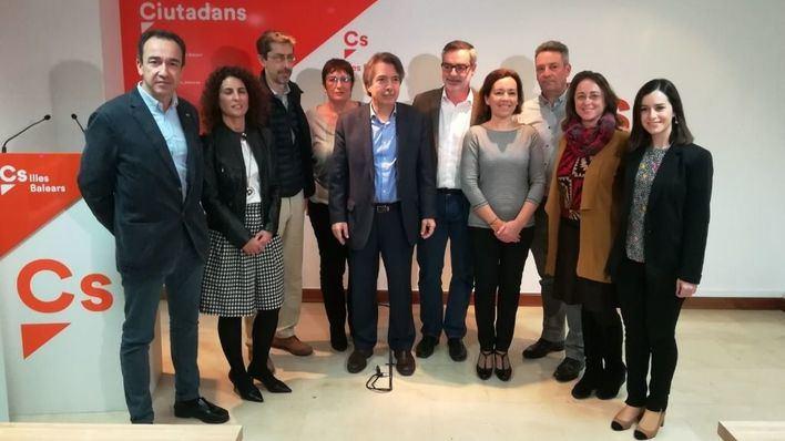 José Manuel Villegas junto a miembros de C's Balears