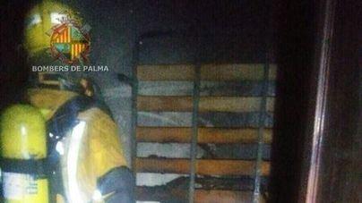 Cuatro intoxicados por inhalación de humo en el incendio de una vivienda en Eusebio Estada