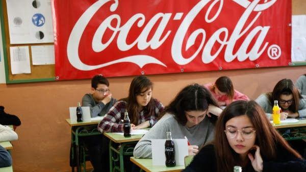 Cientos de jóvenes se citan en la final del Concurso de Relato de Coca Cola