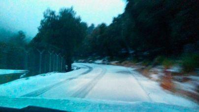 La nieve obliga a circular con cadenas entre Sa Calobra y Ses Barques