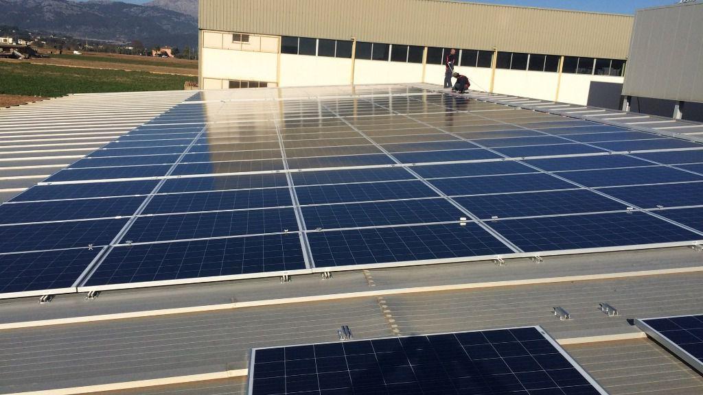 Sa pobla instala placas solares en la cubierta de su for Piscina municipal cubierta