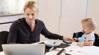 Conciliar vida laboral y familiar es factible para la mitad de los lectores