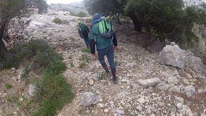 El GREIM y los Bomberos rescatan a un senderista perdido desde el viernes en el Pas d'en Marc, Sóller