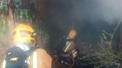 Los Bomberos sofocan otro incendio de basura de la antigua plaza de toros de Son Puigdorfila