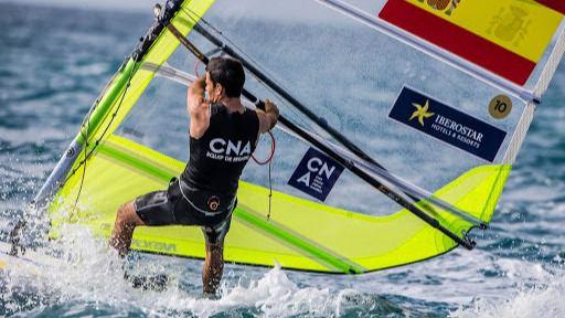 Entre la flota balear despunta el windsurfista de Formentera Sergi Escandell