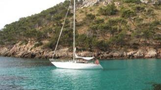 El tripulante del velero desaparecido navegaba sin titulación y con una avería en la batería del barco