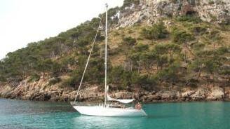 Un pescador encuentra restos de un velero en Cala San Vicente que podría ser el 'Semental III'