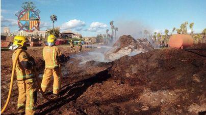 Bombers de Palma evitan que se propague el incendio del remolque de un camión en S'Aranjassa