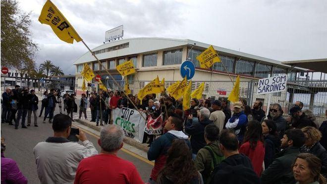 """Comerciantes a los anticruceros: """"id a protestar a Cort o al Consolat, este recibimiento es intolerable"""""""