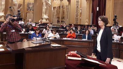 Vilaret promete como diputada de Més por imperativo legal, con lazo amarillo y por el derecho a decidir