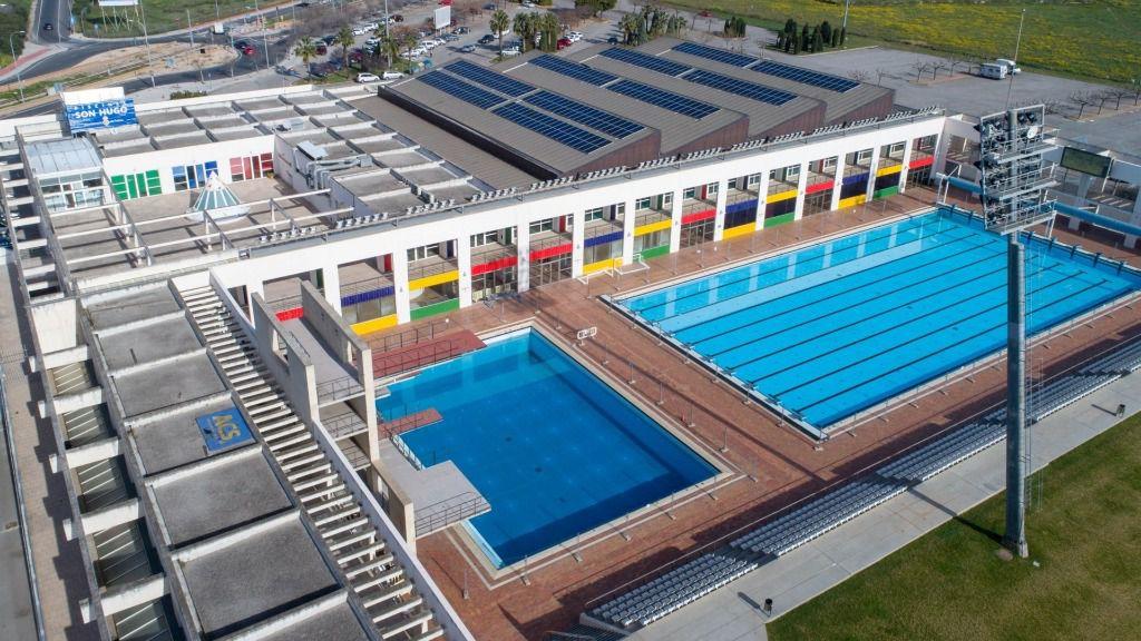 Operativas las nuevas placas volt icas de las piscinas de for Piscinas municipales palma
