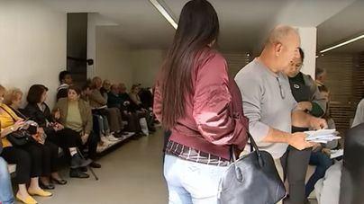 """Piden soluciones al """"caos"""" del pago de impuestos de Palma que genera colas de horas de espera"""