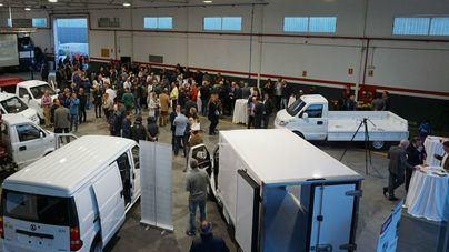 300 personas, en la llegada de los vehículos de la nueva marca DFSK