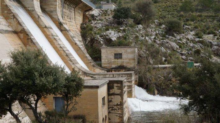 Los embalses de Cúber y Gorg Blau sobrepasan sus límites y siguen soltando agua