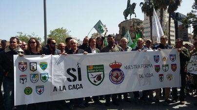 Masiva manifestación en Palma a favor de la caza con el lema 'Sí a la caza, nuestra forma de vida'