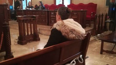 Reconoce durante el juicio que se inventó que su madre la obligó a prostituirse cuando era menor