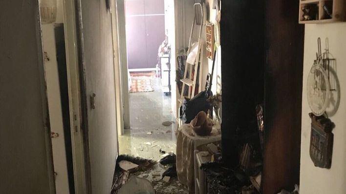Una mujer de avanzada edad, intoxicada por humo tras el incendio de su vivienda en Palma