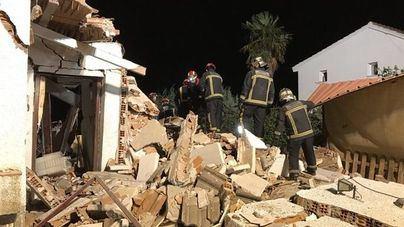 Rescatan en Madrid a una pareja de ancianos entre los escombros de su casa
