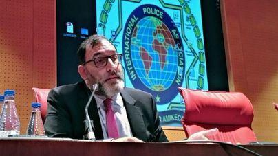 """El juez Velasco, en Palma: """"no se puede transgredir los límites de la libertad de expresión y esconderse"""""""