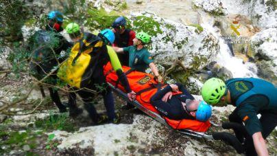 La Guardia Civil rescata a una persona lesionada que realizaba el Torrent de Coanegra
