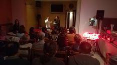 Espectadores de Teatre de Barra ayer noche en Vilafranca de Bonany.